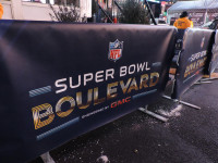 Super Bowl Boulevard by Sean Curry (CC BY-NC-SA 2.0) https://flic.kr/p/jBZNtr