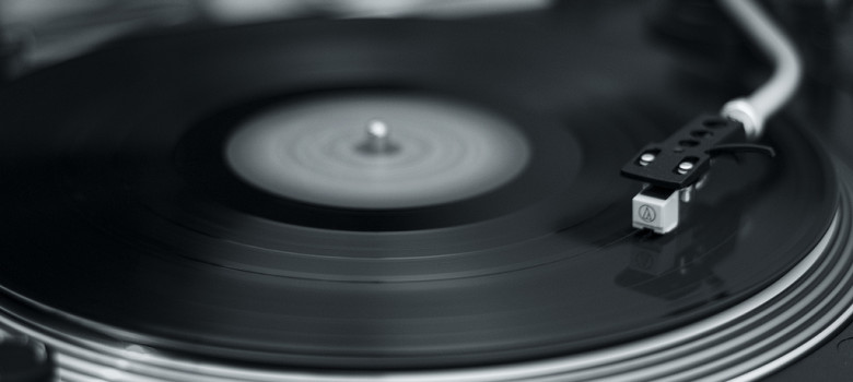 Like a record baby by Maarten Hornstra (CC BY-NC-SA 2.0) https://flic.kr/p/6VD4Dv
