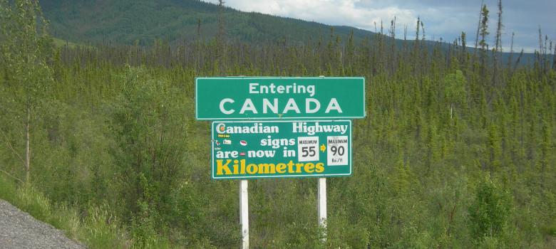 Entering Canada Sign by Jimmy Emerson, DVM (CC BY-NC-ND 2.0) https://flic.kr/p/cB7FRQ