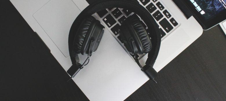 https://pixabay.com/en/stock-music-computer-musical-play-841436/ CC0 Creative Commons