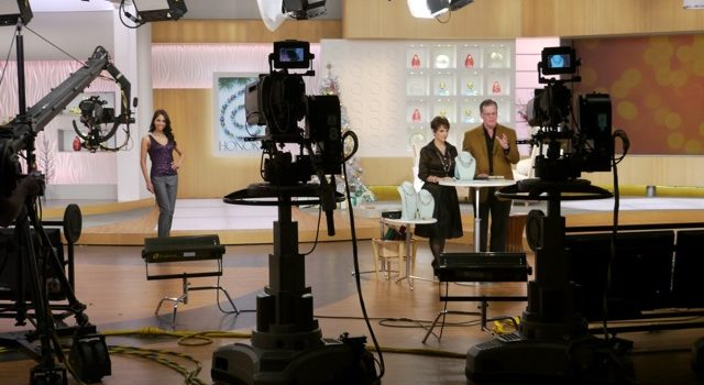 Honora's November Holiday Shows at QVC - Behind The Scenes by Honora Pearls (CC BY-NC-ND 2.0) https://flic.kr/p/7kavLr