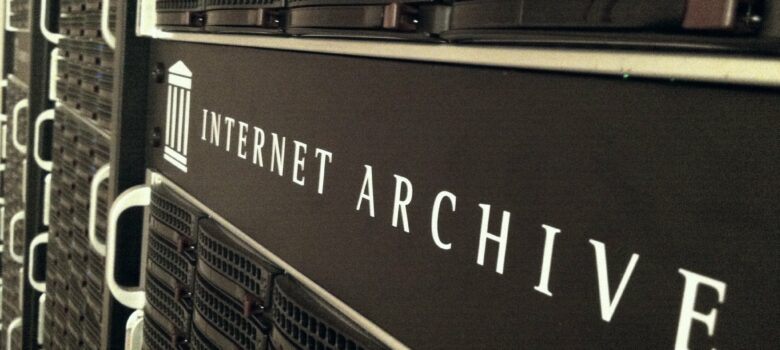 Internet Archive Servers by John Blyberg (CC BY 2.0) https://flic.kr/p/bFdeZA