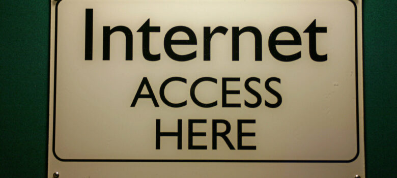 Internet Access Here Sign by Steve Rhode https://flic.kr/p/5Ricfg (CC BY-NC-ND 2.0)